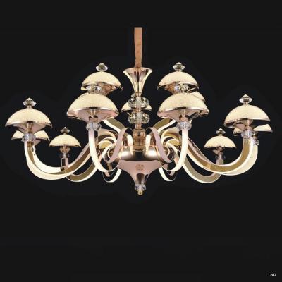 Đèn chùm pha lê led kiểu dáng Châu Âu thân làm từ hợp kim cao cấp không rỉ và chao đèn bằng pha lê kèm nhiều họa tiết sang trọng 9016-15