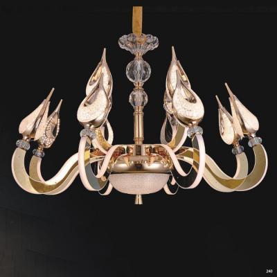 Đèn chùm pha lê led kiểu dáng Châu Âu thân làm từ hợp kim không rỉ và chao đèn bằng pha lê cao cấp kèm nhiều họa tiết sang trọng 9322-8+4
